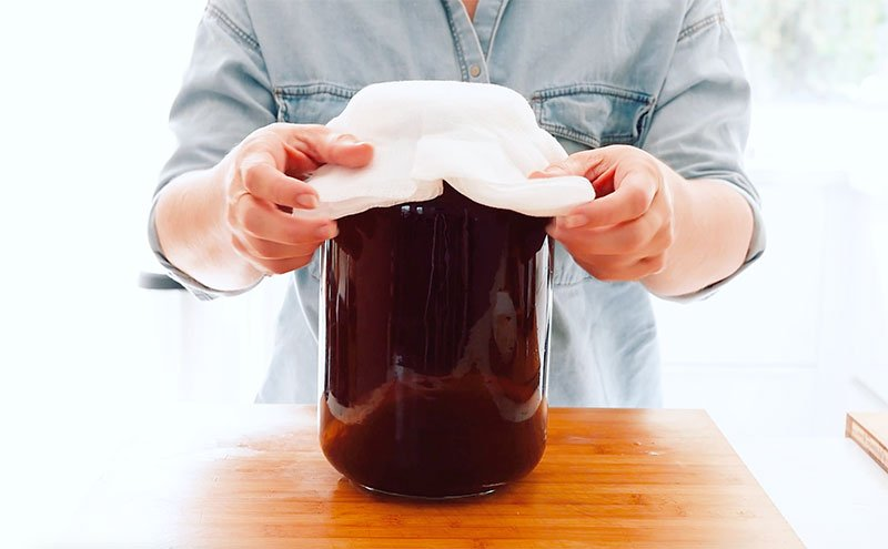 Covering jar of kombucha with cloth