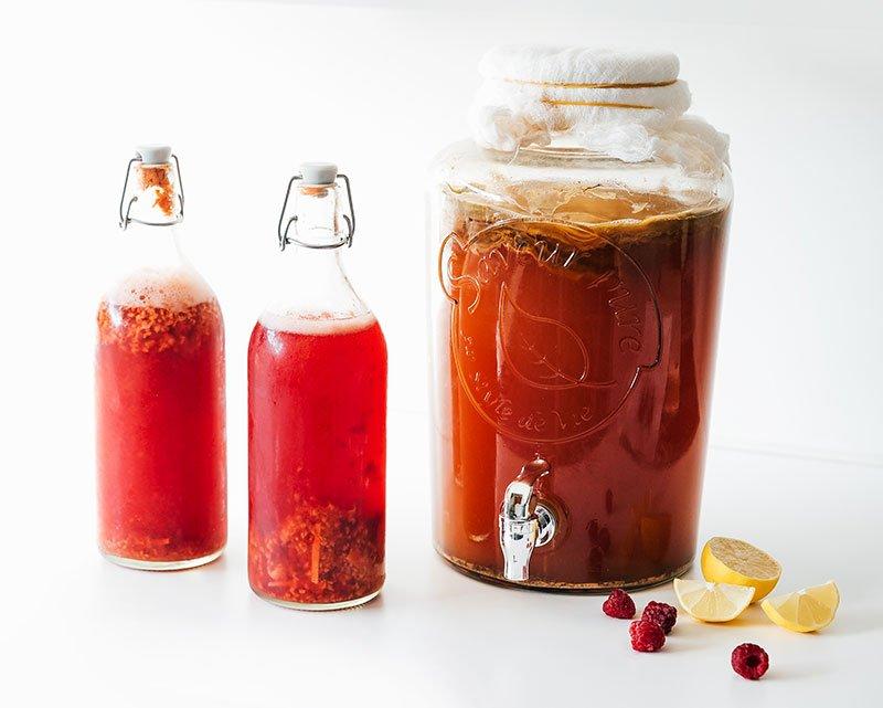 Raspberry kombucha with jar